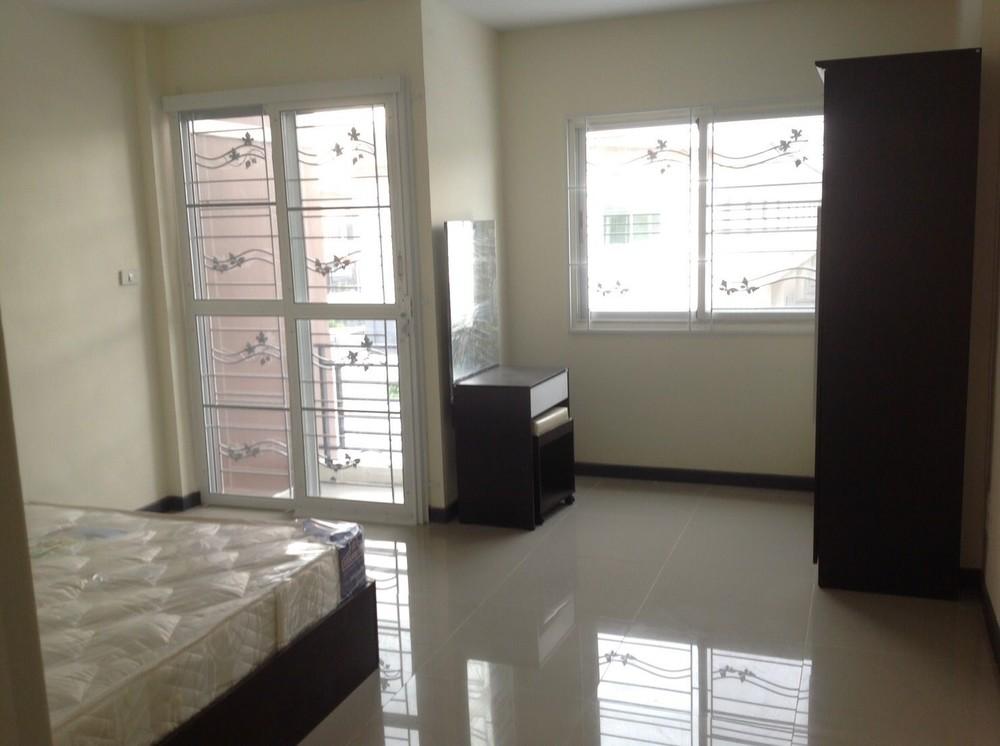 For Rent 2 Beds タウンハウス in Si Racha, Chonburi, Thailand   Ref. TH-DPGFTRMQ