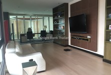 For Sale 4 Beds Condo in Khlong Toei, Bangkok, Thailand