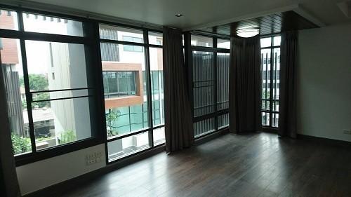 Продажа: Таунхаус с 3 спальнями в районе Watthana, Bangkok, Таиланд | Ref. TH-NPVZNGQZ
