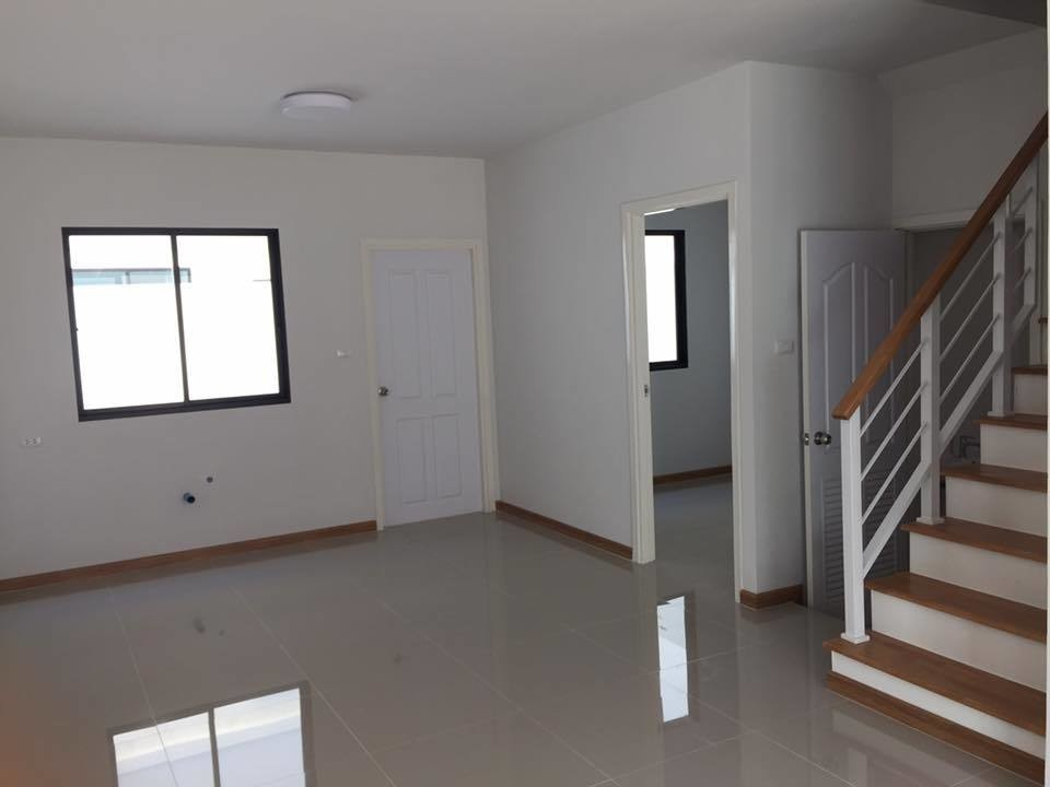 For Rent 4 Beds タウンハウス in Ban Pho, Chachoengsao, Thailand | Ref. TH-FLPAXPQK