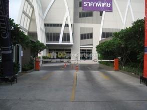 ตั้งอยู่บริเวณพื้นที่เดียวกัน - ยานนาวา กรุงเทพฯ