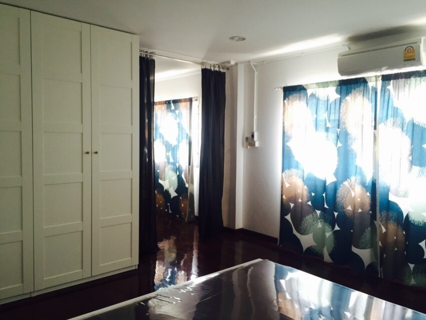 В аренду: Таунхаус с 7 спальнями в районе Sathon, Bangkok, Таиланд | Ref. TH-RORAFGMG