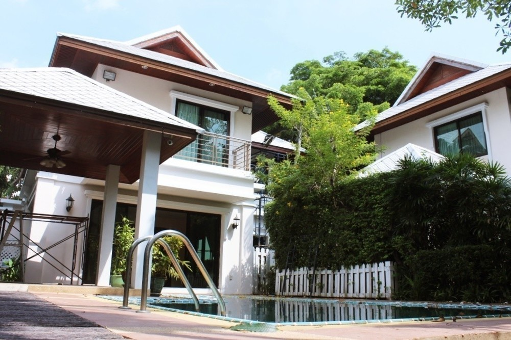 For Rent 4 Beds 一戸建て in Sathon, Bangkok, Thailand   Ref. TH-LXAOPECX
