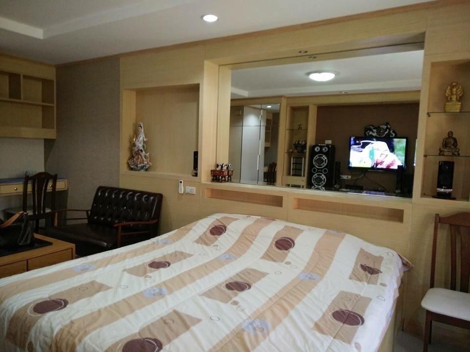 ศรีวรา แมนชั่น - ขาย หรือ เช่า คอนโด 1 ห้องนอน ติด MRT ศูนย์วัฒนธรรมแห่งประเทศไทย   Ref. TH-KGKHISLZ