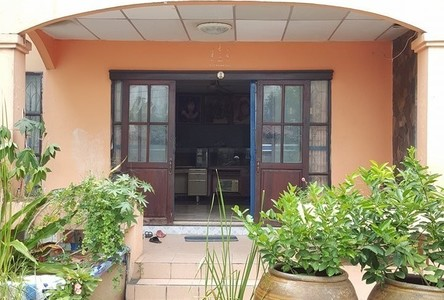 For Sale 5 Beds House in Bang Kapi, Bangkok, Thailand