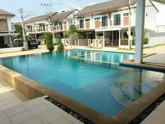 For Sale or Rent 3 Beds タウンハウス in Bang Lamung, Chonburi, Thailand | Ref. TH-NCVLZGPF