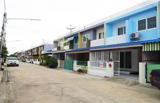 For Sale 3 Beds Townhouse in Mueang Samut Sakhon, Samut Sakhon, Thailand | Ref. TH-ZXGEDTBI