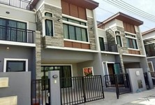 For Sale or Rent 3 Beds Townhouse in Cha Am, Phetchaburi, Thailand