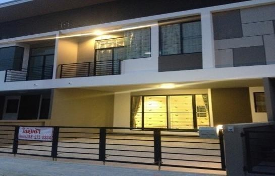 For Rent 4 Beds タウンハウス in Si Racha, Chonburi, Thailand | Ref. TH-XDHZOABJ