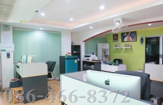 For Sale 3 Beds Townhouse in Mueang Samut Prakan, Samut Prakan, Thailand | Ref. TH-AFSMWSYO
