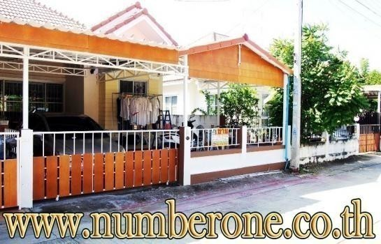 For Sale 3 Beds House in Phra Nakhon Si Ayutthaya, Central, Thailand | Ref. TH-ECAUZOIJ