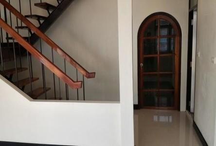 For Rent 6 Beds 一戸建て in Bang Kapi, Bangkok, Thailand