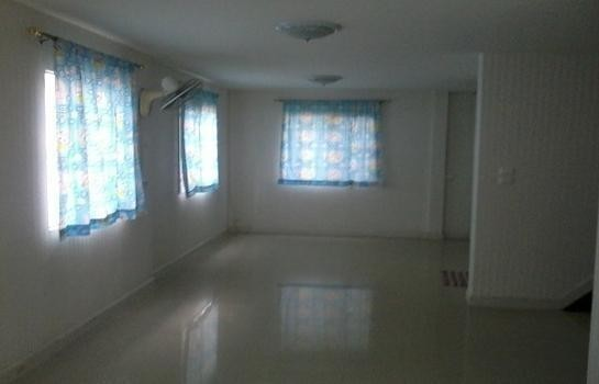 For Rent 3 Beds House in Pak Kret, Nonthaburi, Thailand | Ref. TH-OQDFCDOZ