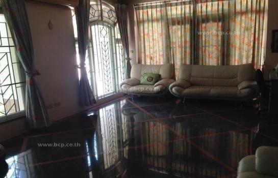 For Sale 4 Beds House in Mueang Samut Prakan, Samut Prakan, Thailand   Ref. TH-RHBTLVCV