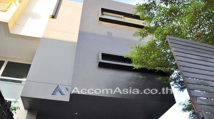 For Sale 1 Bed Townhouse in Bangkok, Central, Thailand | Ref. TH-WHFSAAVY