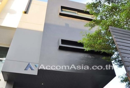 For Sale 1 Bed Townhouse in Bangkok, Central, Thailand