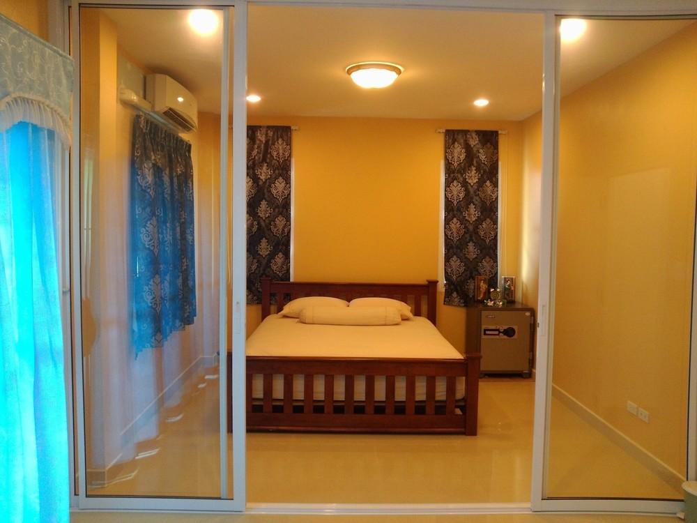 For Sale 3 Beds 一戸建て in Huai Khwang, Bangkok, Thailand | Ref. TH-EFSACSCO