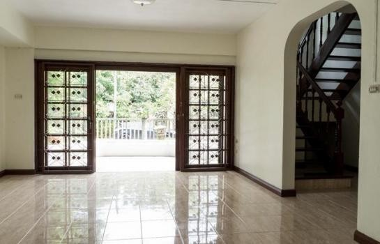 For Sale or Rent 6 Beds 一戸建て in Mueang Pathum Thani, Pathum Thani, Thailand | Ref. TH-PJKCJFCV