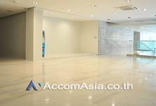 В аренду: Торговое помещение 100 кв.м. в районе Watthana, Bangkok, Таиланд