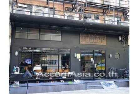 For Sale or Rent Retail Space 385 sqm in Watthana, Bangkok, Thailand