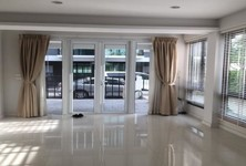 For Sale or Rent 3 Beds タウンハウス in Khlong Toei, Bangkok, Thailand