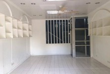 For Sale or Rent 2 Beds Shophouse in Huai Khwang, Bangkok, Thailand