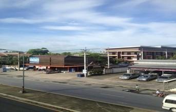 ตั้งอยู่บริเวณพื้นที่เดียวกัน - เมืองลพบุรี ลพบุรี