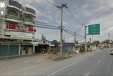 For Sale 7 Beds Shophouse in Song Phi Nong, Suphan Buri, Thailand
