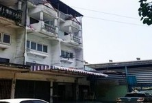 For Sale 20 Beds Shophouse in Nong Khaem, Bangkok, Thailand