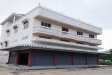 For Sale 7 Beds Shophouse in Tha Chang, Sing Buri, Thailand
