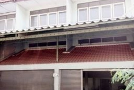 For Sale 5 Beds Shophouse in Bang Pakong, Chachoengsao, Thailand
