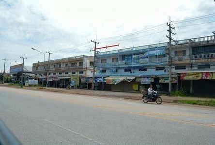 For Sale 3 Beds Shophouse in Wat Bot, Phitsanulok, Thailand