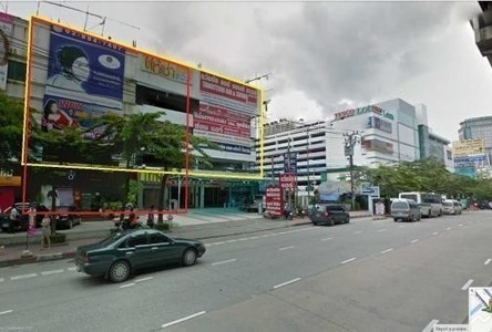 For Sale or Rent Shophouse 820 sqm in Bangkok Noi, Bangkok, Thailand