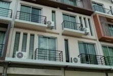 For Sale 5 Beds Shophouse in Mueang Phitsanulok, Phitsanulok, Thailand