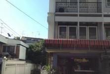 Продажа: Шопхаус с 2 спальнями в районе Mueang Nonthaburi, Nonthaburi, Таиланд