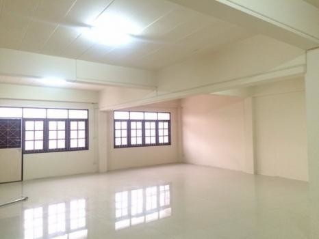 For Sale 3 Beds Shophouse in Sam Chuk, Suphan Buri, Thailand | Ref. TH-YQKNUKFE