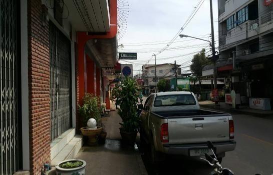 For Sale 6 Beds Shophouse in Mueang Chumphon, Chumphon, Thailand | Ref. TH-JZUNZZYZ