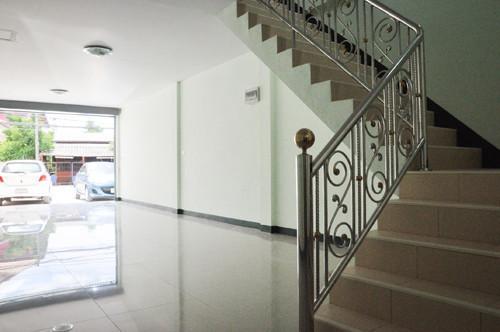 Продажа: Шопхаус c 1 спальней в районе Mueang Chiang Mai, Chiang Mai, Таиланд | Ref. TH-PVWNEZCL