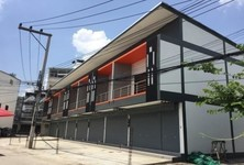 For Sale 2 Beds Shophouse in Mueang Chai Nat, Chainat, Thailand