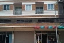 Продажа: Шопхаус с 4 спальнями в районе Mueang Phitsanulok, Phitsanulok, Таиланд