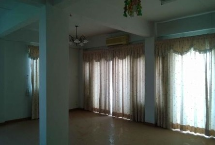 For Sale 3 Beds Shophouse in Lam Luk Ka, Pathum Thani, Thailand