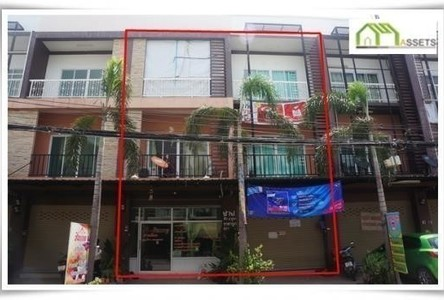 For Sale 6 Beds Shophouse in Mueang Uttaradit, Uttaradit, Thailand