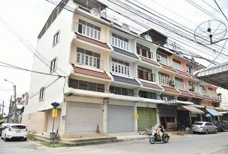 For Sale Shophouse 232 sqm in Thawi Watthana, Bangkok, Thailand
