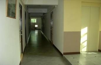 ตั้งอยู่บริเวณพื้นที่เดียวกัน - ดินแดง กรุงเทพฯ