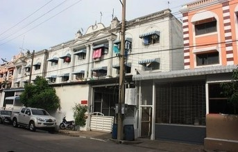 Located in the same area - Krathum Baen, Samut Sakhon
