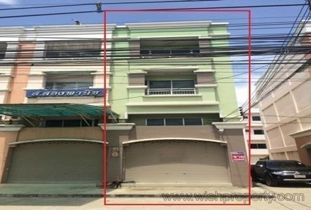 For Sale Shophouse 17 sqwa in Ban Pho, Chachoengsao, Thailand