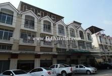 For Sale 6 Beds Shophouse in Thon Buri, Bangkok, Thailand