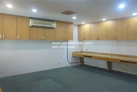 For Sale or Rent Office 800 sqm in Huai Khwang, Bangkok, Thailand