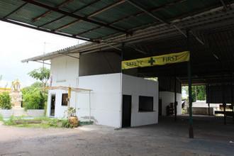 ตั้งอยู่บริเวณพื้นที่เดียวกัน - พานทอง ชลบุรี