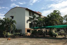 Продажа: Жилое здание 44 комнат в районе Mueang Uttaradit, Uttaradit, Таиланд